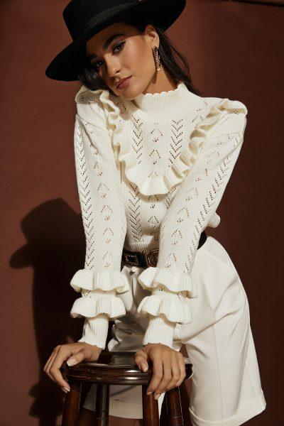 Ruffled Knit – White – Black