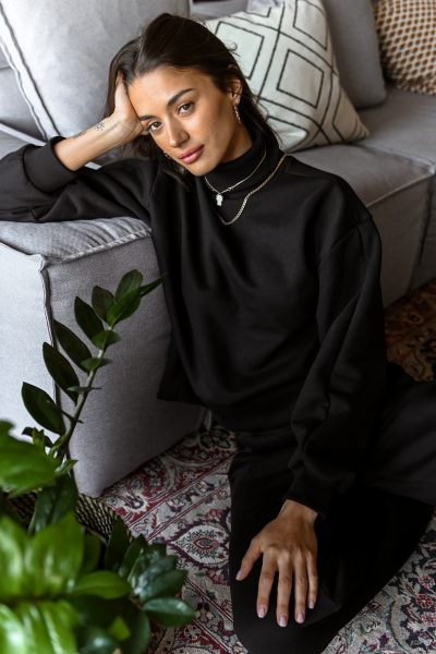 CARLA black turtleneck sweatshirt