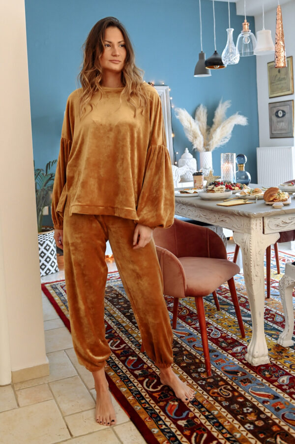 Velvet Loungewear – Camel