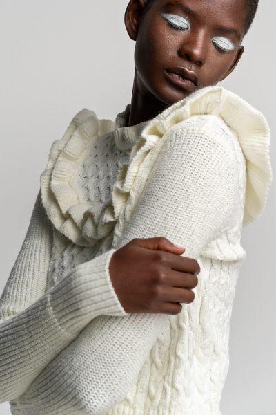 Ruffled Zakar Knit – White